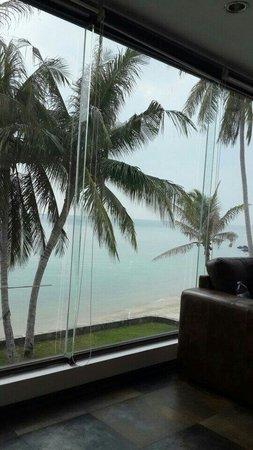 Baan Tai Villas : Вид из окна 2го этажа большой виллы