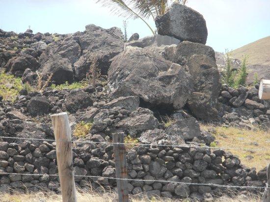 Ahu Vaihu: ruinas en el camino
