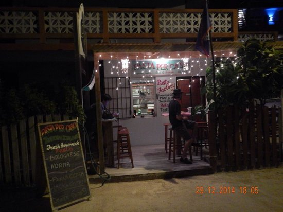 Pasta Per Caso Anna & Armando : Quaint & welcoming dining patio
