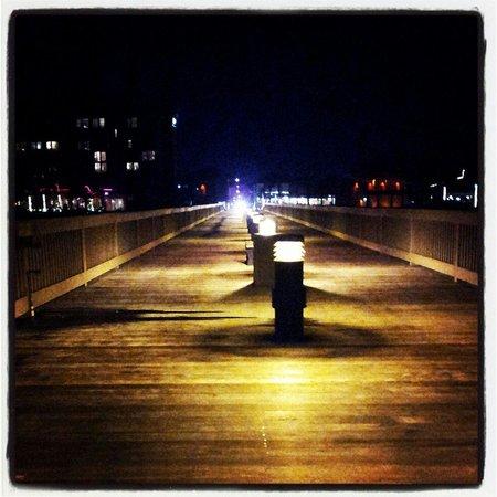 Deerfield Beach International Fishing Pier: The pier @ night