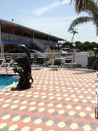 Plaza Beach Hotel - Beachfront Resort: Pool area