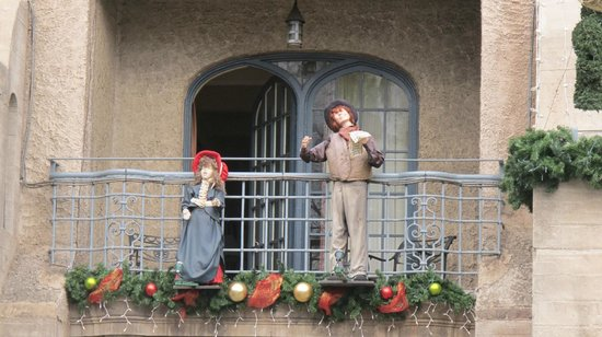 The Mission Inn Hotel and Spa : The animated carolers on our balcony
