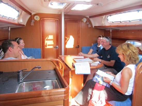Commodore Yachting: Theory on board