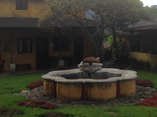 Hotel Toliman: One of the garden areas