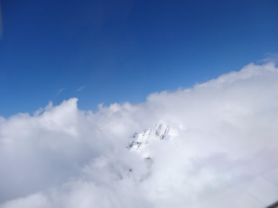 Air Safaris : Mt Cook shrouded in clouds