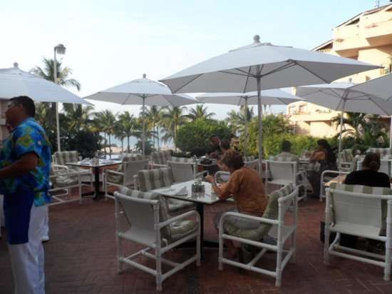 Friendly Vallarta All Inclusive Family Resort: Desayuno en la terraza