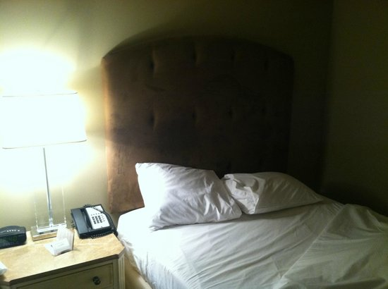 Dauphine Orleans Hotel: Good bed, quality bedding
