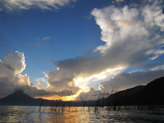 Jardines del Lago : sunset across Lago Atitlan