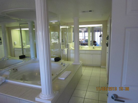 Westgate Vacation Villas Resort & Spa: Spa and bathroom area