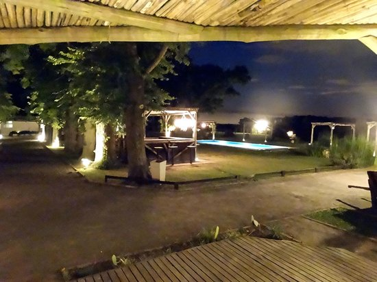 Howard Johnson Hotel Finca Maria Cristina: Vista Nocturna