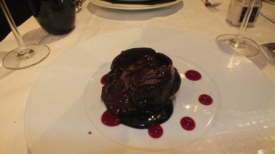 Le Grand Bistro 17eme : I saw this chocolate dessert again later when I was violently sick!!