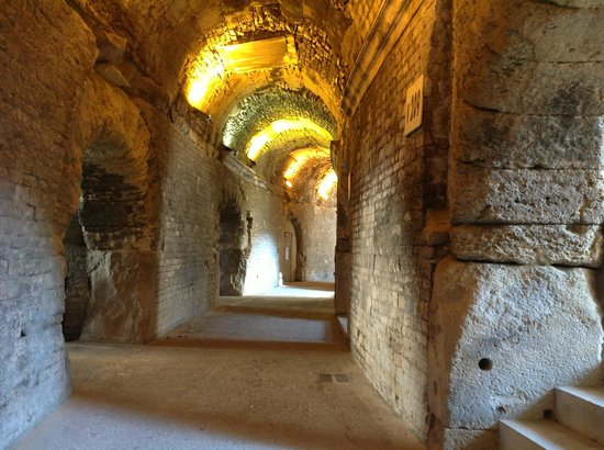 Arenes de Nimes: Arènes de Nîmes