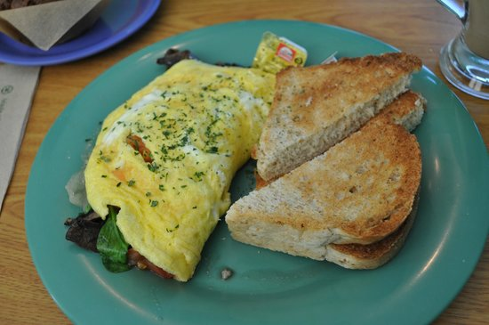 Midway Cafe & Coffee Bar: Swiss Cheese Omelet