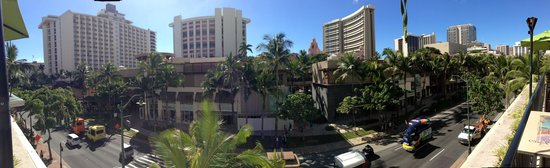 Holiday Inn Resort Waikiki Beachcomber: View from the pool deck