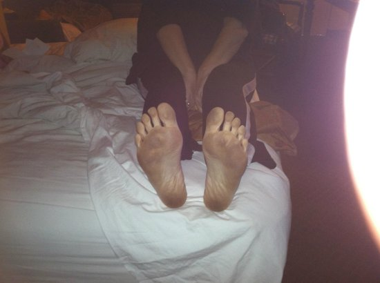 Travelodge Suites East Gate Orange : My feet just from bed to bathroom