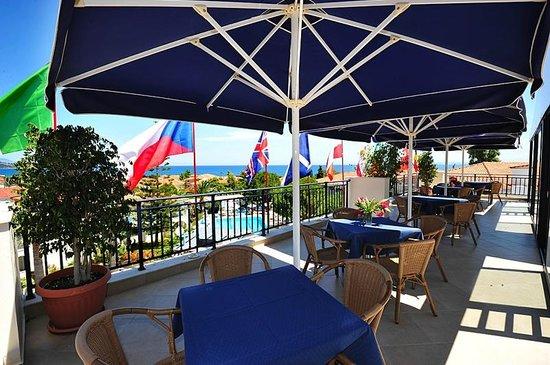 Contessa Hotel : Pool side cafe