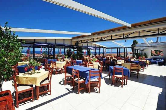 Contessa Hotel : Open air restuarant