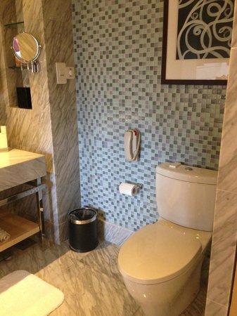 Carlton Hotel Singapore: Bathroom