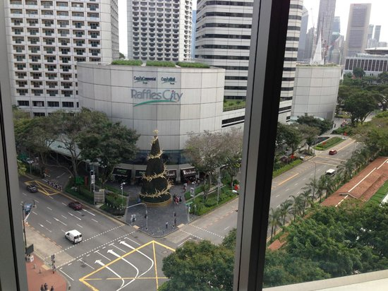 Carlton Hotel Singapore : View from the lift lobby on my floor