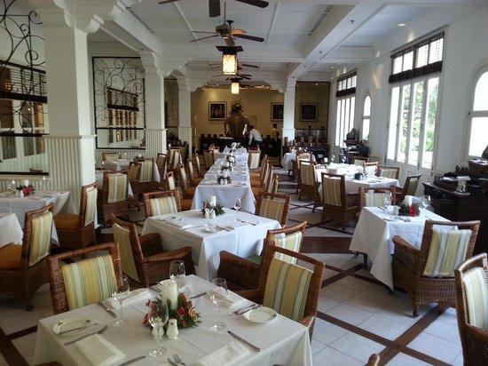 Raffles Grand Hotel d'Angkor: Breakfast and dining room