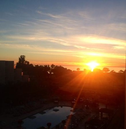 Hilton La Jolla Torrey Pines : Sunset from the 4th floor