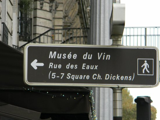 Musee du Vin (Wine Museum): Musee du Vin - directional sign (from Avenue du President Kennedy)