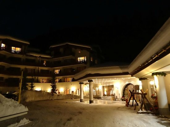 Arabella Hotel Waldhuus Davos: The hotel on Christmas Eve