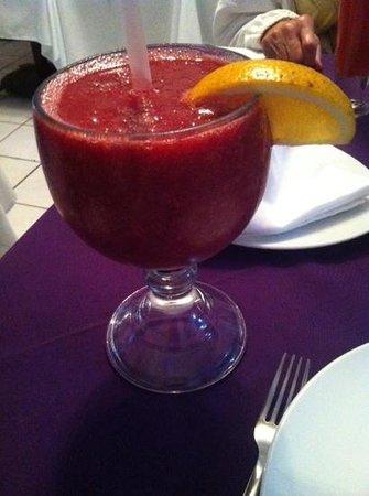 Eddie's Place Nopal Beach: 24oz Tropical smoothy w/ vodka 100 MXN