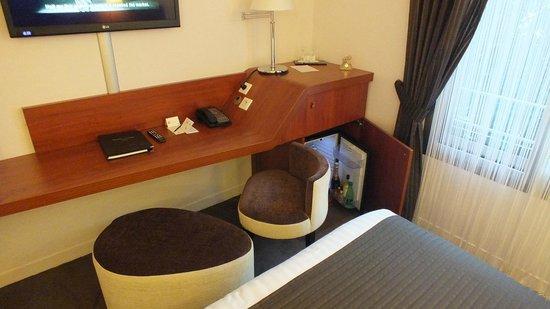 Ampere Hotel : stylish furniture with minibar