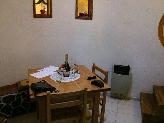 Parina Atacama Apart Hotel: Regalo de botella de espumoso por ser luna de miel