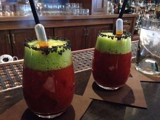 St. Regis Bar at Deer Valley: cheers