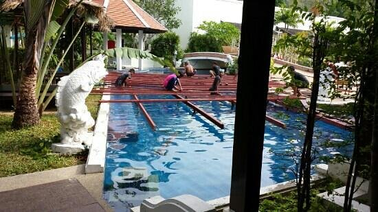 Access Resort & Villas: Construction at your door, how relaxing!