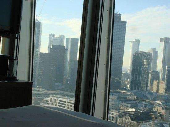 Jumeirah Frankfurt: Skyline Deluxe Room