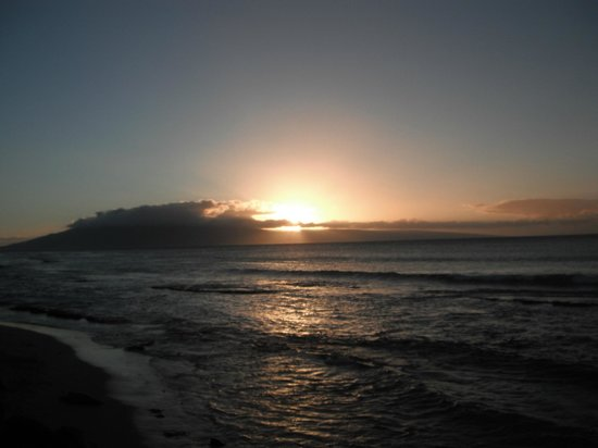 Hale Kai Oceanfront Condominiums: sunset