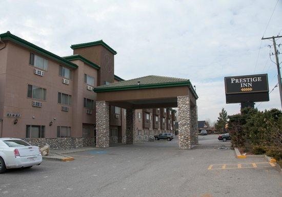 Prestige Inn Golden: Hotel exterior