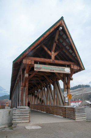 Prestige Inn Golden: Kicking Horse Pedestrian Bridge