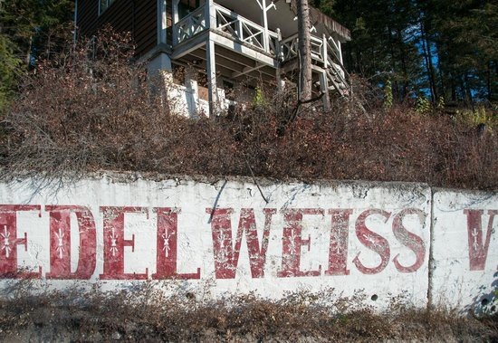 Prestige Inn Golden: Historical Eidelweiss Swiss Village