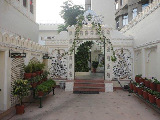 Hotel Swaroop Vilas : entrance to the new block