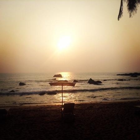 Cola Beach: Закат на пляже Кола