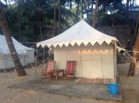 Cola Beach: Отличные палатки со всеми удобствами на пляже Кола
