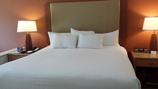 Hyatt Regency Indian Wells Resort & Spa : nice clean bed