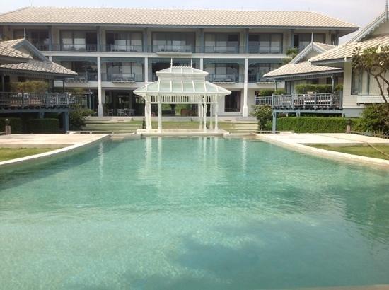 Devasom Hua Hin Resort : villas looking back to main building