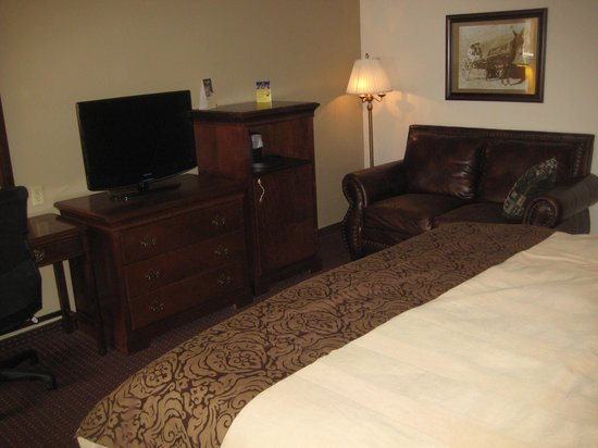 Best Western Plus Humboldt House Inn: Couch and writing table