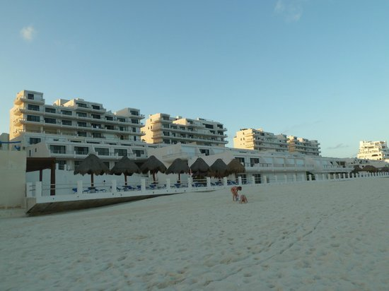 Villas Marlin: Villas as seen from the beach
