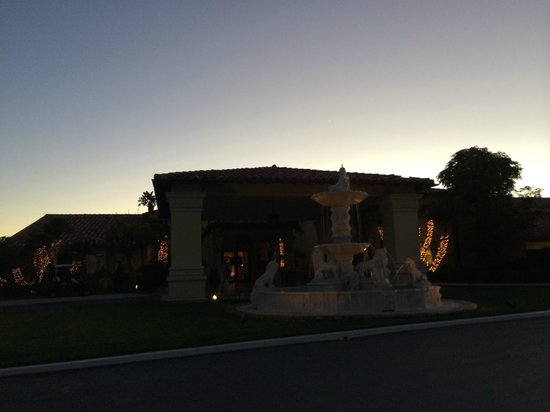 Trump National Golf Club: Fountain in front
