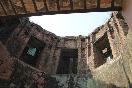 Lalbag Fort : One of the old walls
