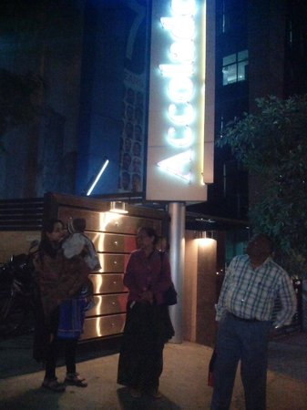 Hotel Accolade: Pic from outside of the Hotel