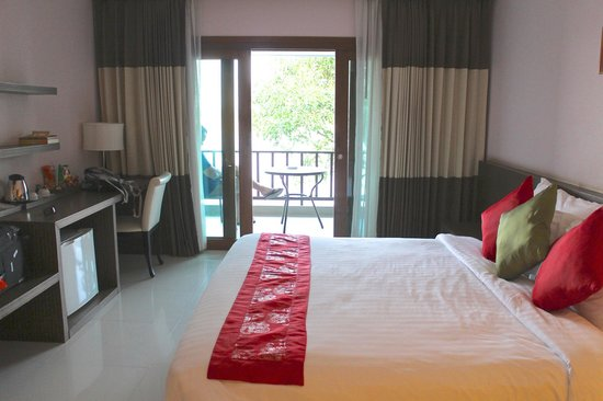 Siam Triangle Hotel : Deluxe room with Mekong view and balcony