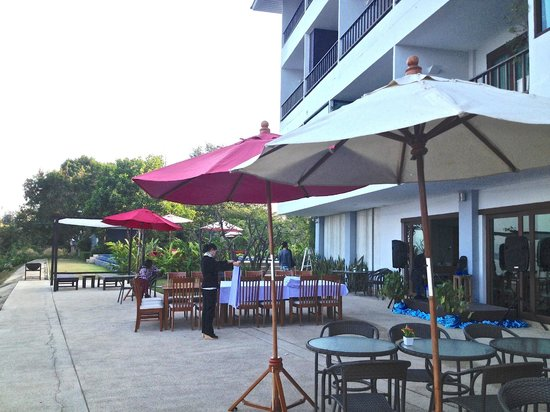 Siam Triangle Hotel : terrace of the restaurant