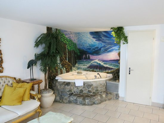 Altstadt Hotel Magic Luzern : Corner spa bath